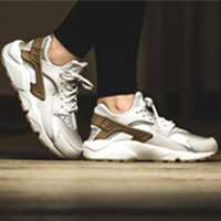 کتانی رانینگ نایک هوراچی  Nike W Air Huarache Run Prm Suede  833145-001